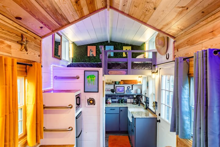 Colorful, Unique Gem - Tiny Home East Downtown ATX