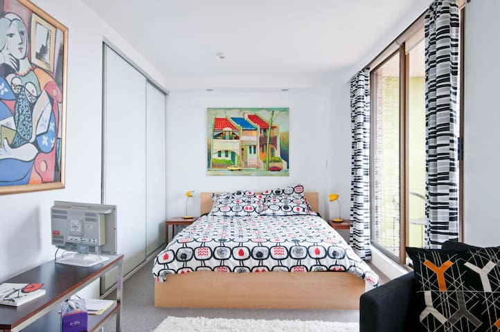 FUNKY AND BRIGHT STUDIO APARTMENT