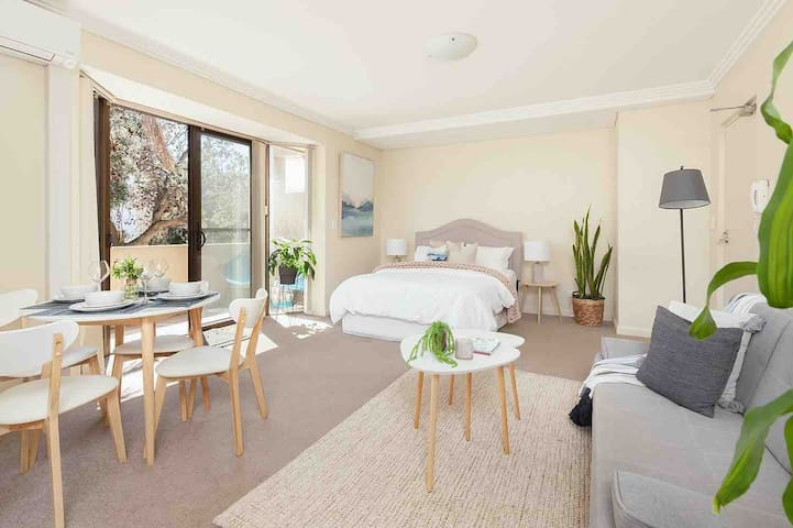 CHARMING STUDIO 2min WALK TO BONDI BEACH /CAR PARK