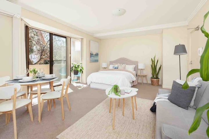 STUDIO 2min WALK TO BONDI BEACH /CAR PARK