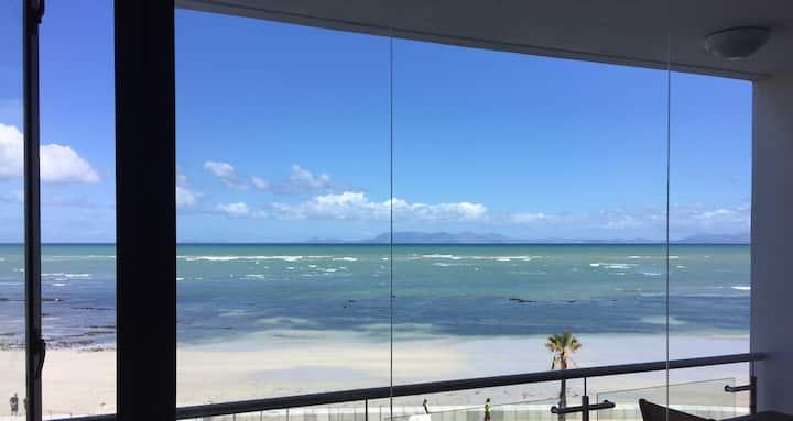 Beach front studio Hibernian Towers in Strand