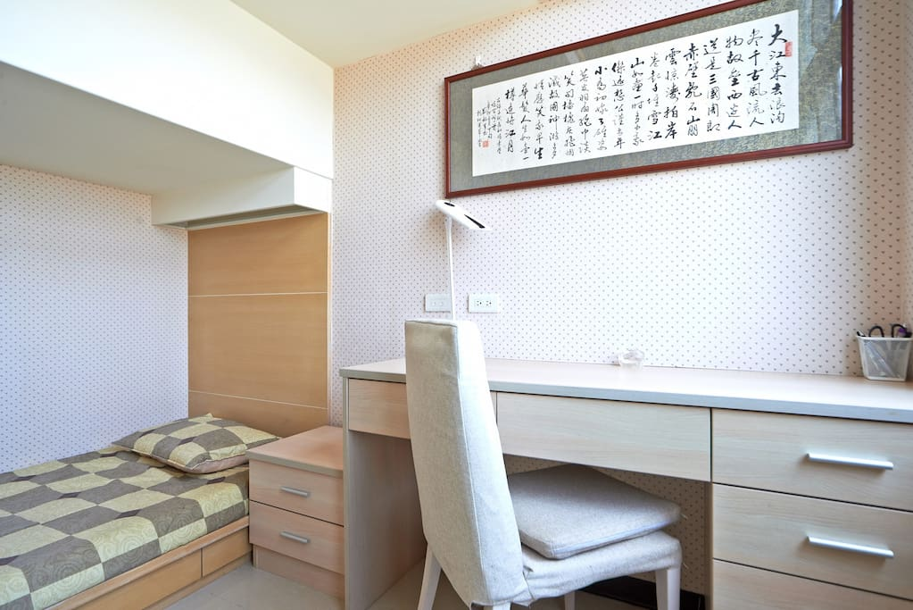 Second single bed room with den