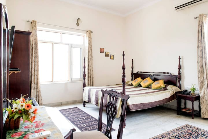 Beautiful & spacious room in a family owned villa