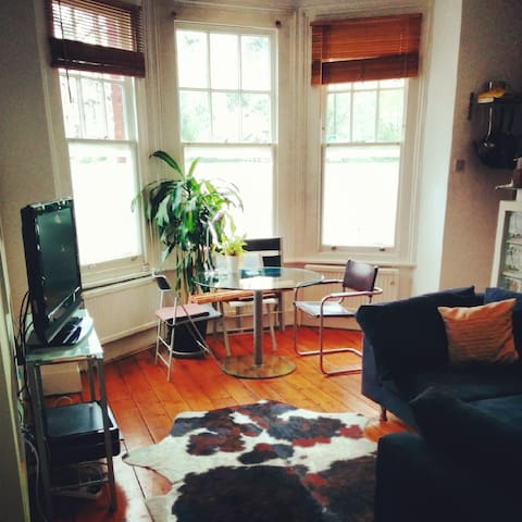 Bright, West Hampstead one bed flat