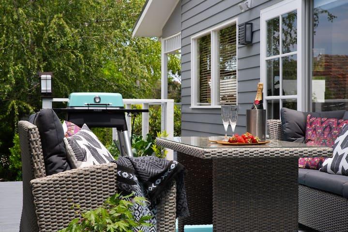 Christelle Cottage - Gorgeous Pet Friendly Cottage