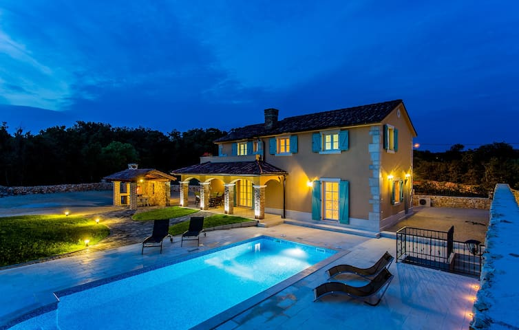 Beautiful luxury villa with pool in Kras (12701) - Kras - House