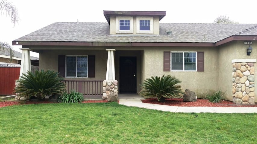 San Joaquin Valley Home in Hanford / Lemoore - Hanford - Casa