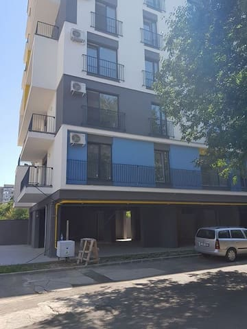 sunny, modern apartment,direct line to City Center