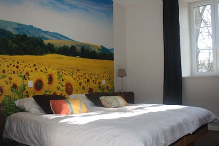 Chambres d' hôtes Sainte Anne - Tournesol - Cunfin - Bed & Breakfast