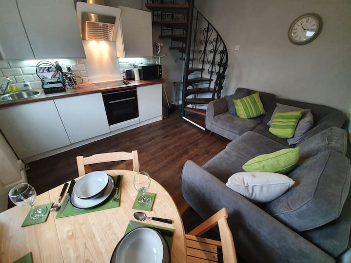 Cosy Mews House, Heart of Mumbles gateway to Gower