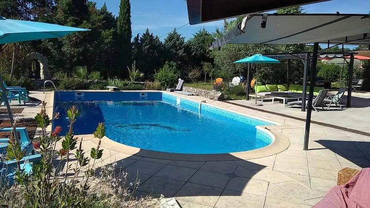 Gîte 2 pers, 2 terrasses, cuisine vue sur piscine