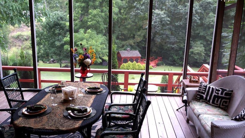 Luxurious romantic Blue Ridge  Mountain retreat.