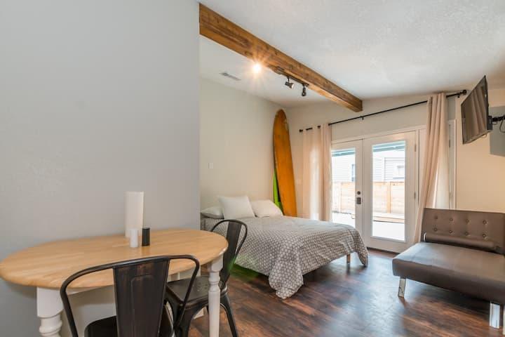 Downtown/Lavaca Southtown Studio Guest Suite 1/1