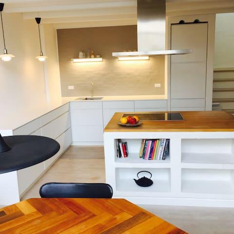 Moderne villa, tæt på Købehavn med 2 badeværelser - Gentofte - Hus