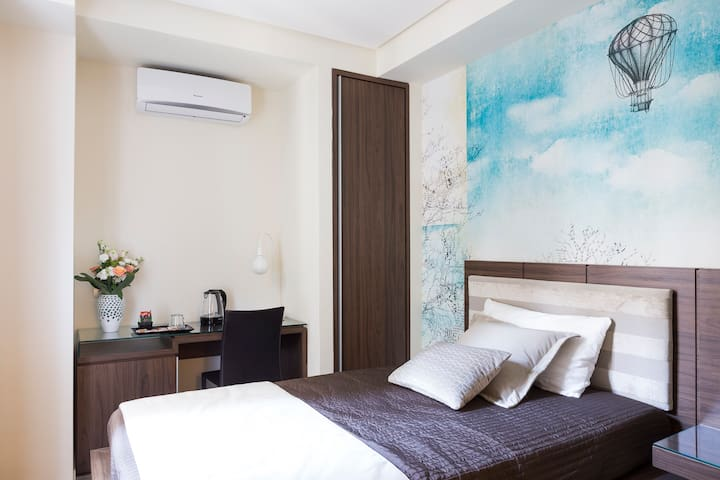 Rhome Suites - Single Room