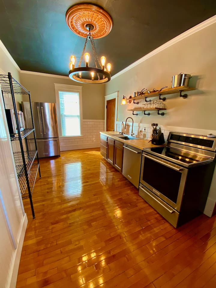Private 3 Bedroom Historic Home To Your Self