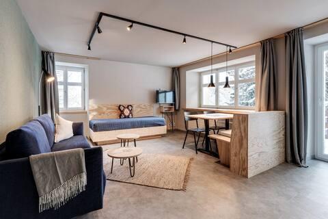 Neu renoviertes Design Apartment mit Terrasse