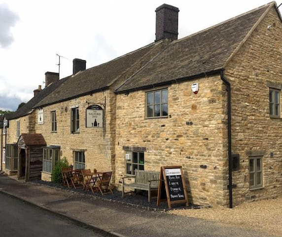Middle Cottage @ The Salford Inn (NEW!)