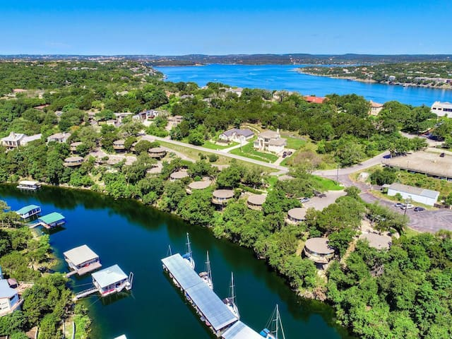 Lake Travis 2/2 with deck over a marina in Lakeway