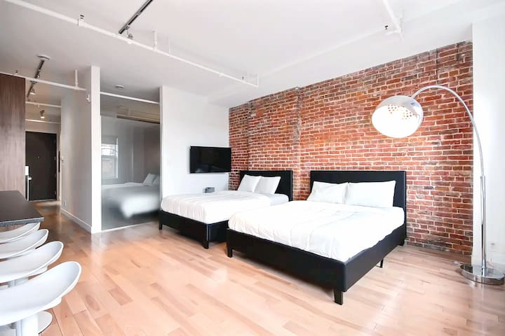 Awesome 3-Beds Deal in Heart of Old Port Montreal