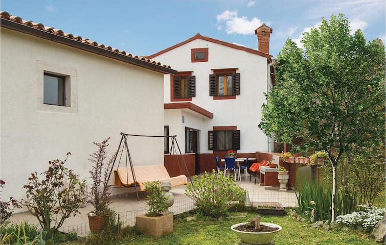 Semi-Detached with 2 bedrooms on 120 m² in Plomin