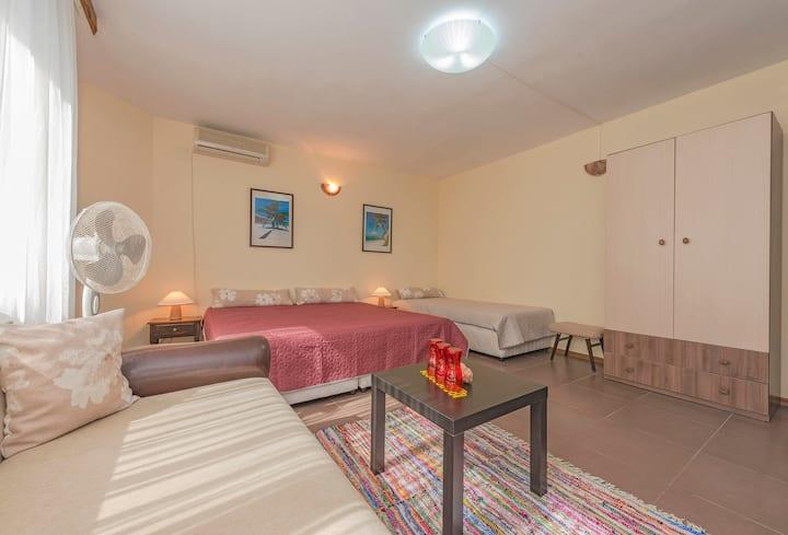 Bright triple room in Chernomorets by Sozopol