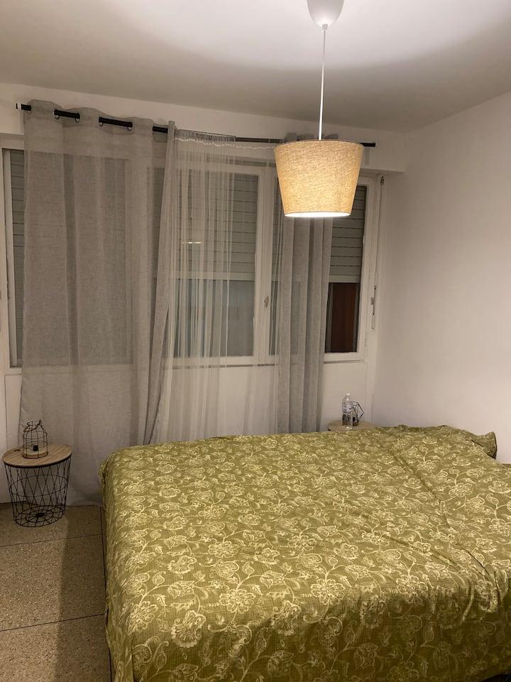 Grande chambre dans une résidence calme + parking