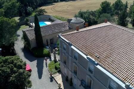 Château familial au cœur d'un vignoble & piscine
