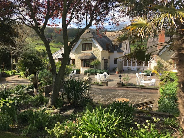 B&B thatched country house. Room 1 - Shanklin - House