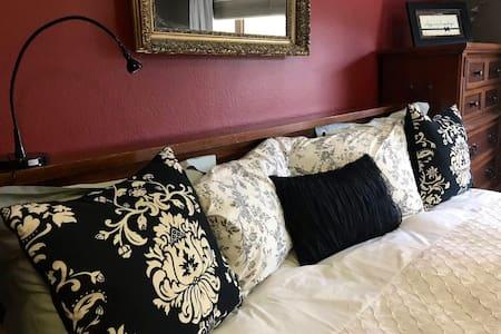 Master bedroom 2: Plenty of clothing space