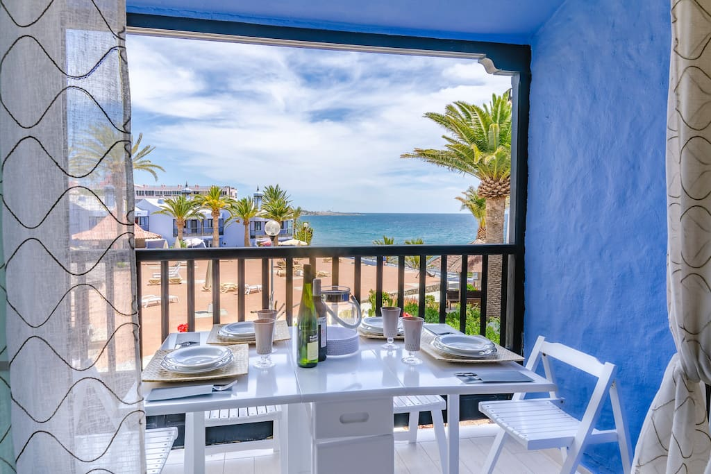 Enjoy your breakfast with a sea view!