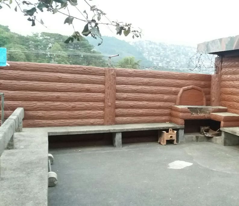 Our backyard with BBQ grill for our guests to use. Pls keep it clean. Backyard more than enough to accommodate 30 pax.