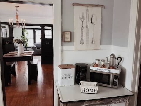 ★Cozy & Modern home near downtown/Beloit college♥★