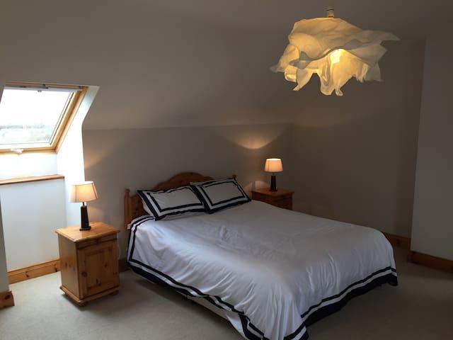 Clean, Cute And Cozy  Spacious Room En Suite