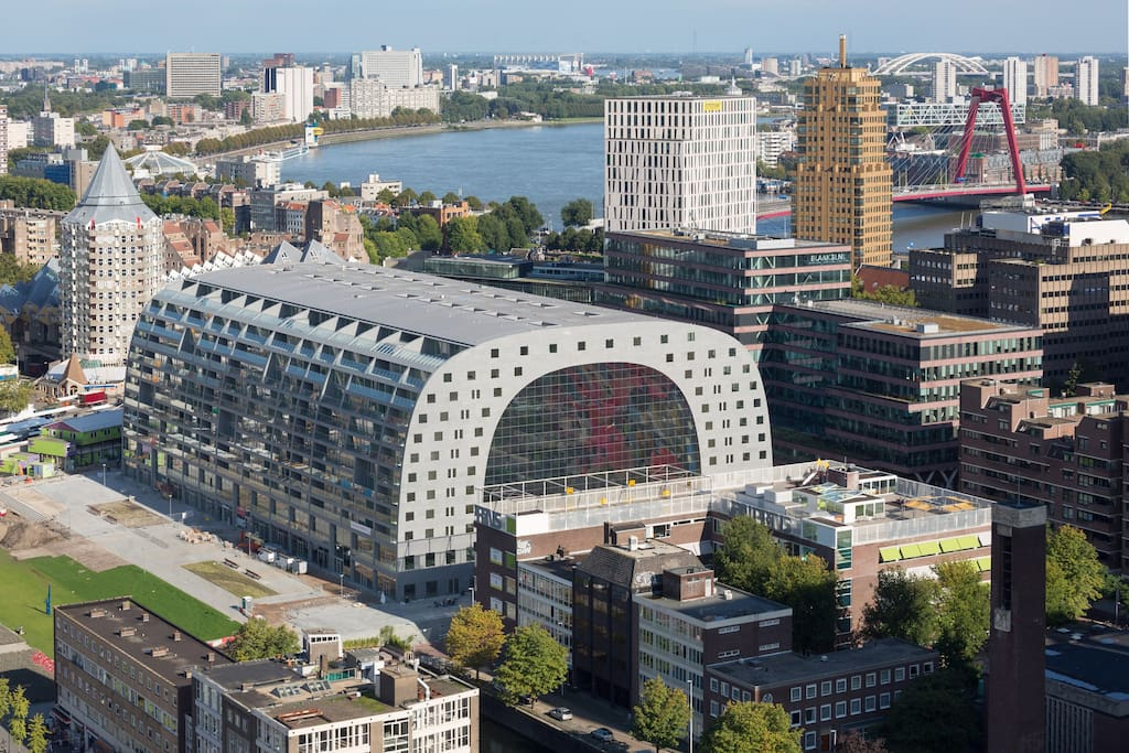 The new markthal is at only two minutes walking distance!!
