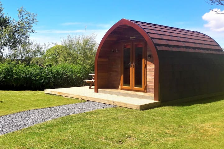 Robin - Cosy, Contemporary Cabin with en-suite