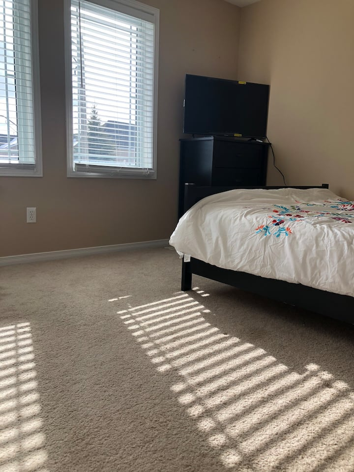 Clean Room with Private Full Bath, Roku TV, Fridge