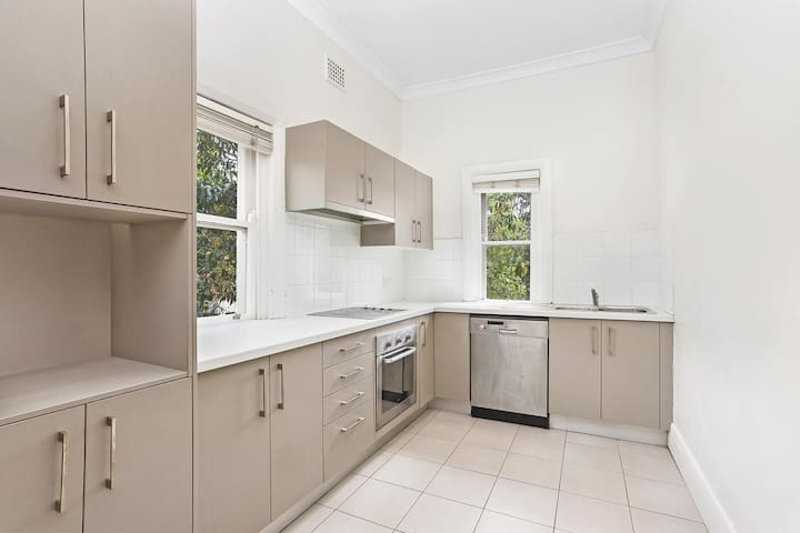Light Double Room in Rose Bay