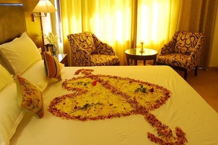 HoneyMoon Suite|Lake View|All Meals|Spa & Pool| - Shimla - Hotel boutique