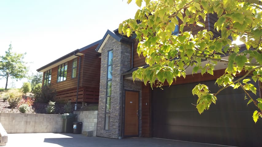 Hanmer Springs Retreat - Holiday Home