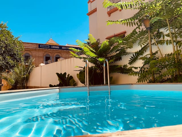 7bdr Villa Sevilla Center, Parking & Swimming Pool