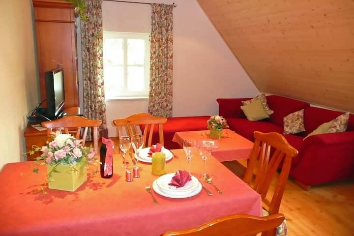 Ferienhof Hübner (Bad Berneck), Ferienwohnung Rosenstube (72qm) mit Terrasse für 5 Personen