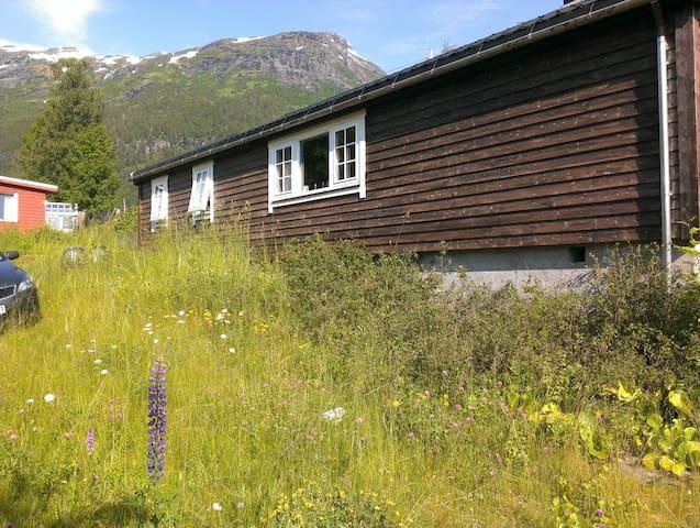 Cabin Hellesylt - Stranda - Mökki