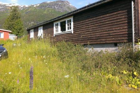 Cabin Hellesylt - Stranda - Blockhütte