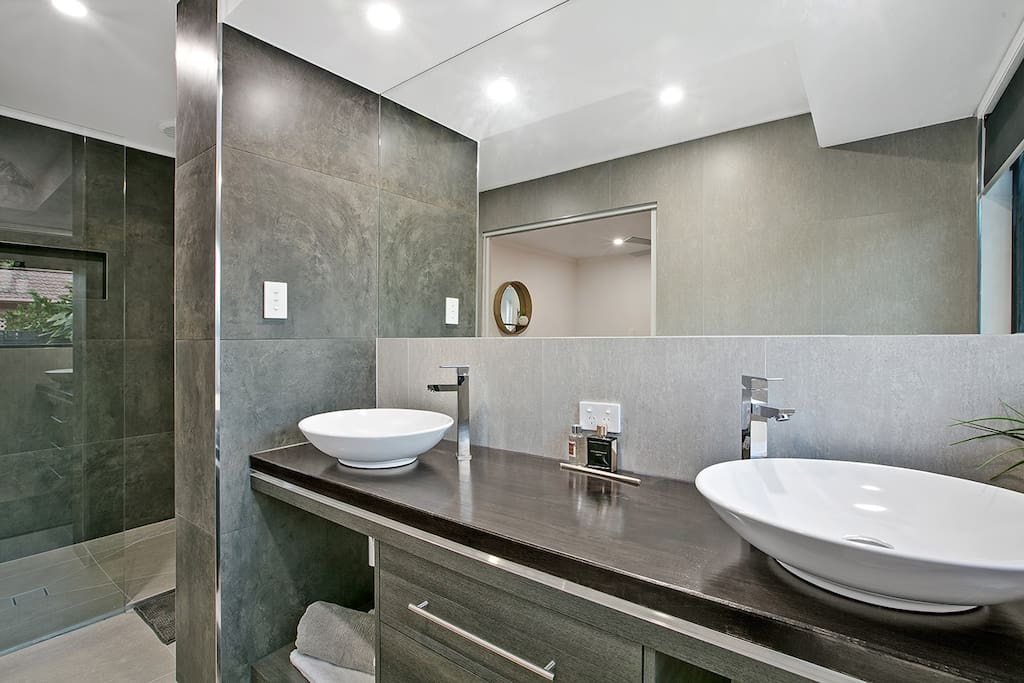 Double ensuite with large shower