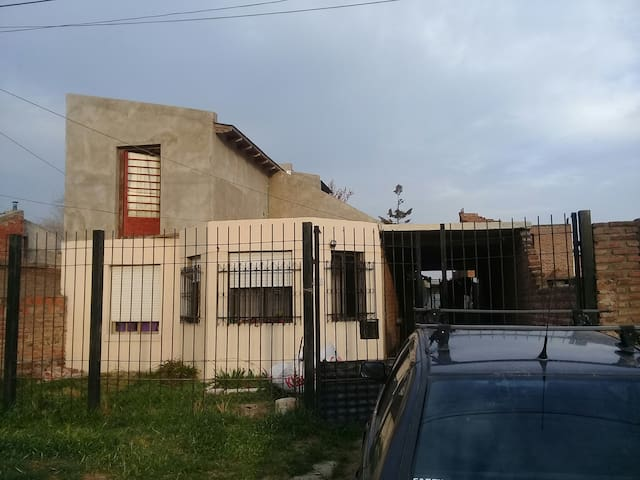 CASA MODESTA- COMODA- LUMINOSA B. B., Argentina