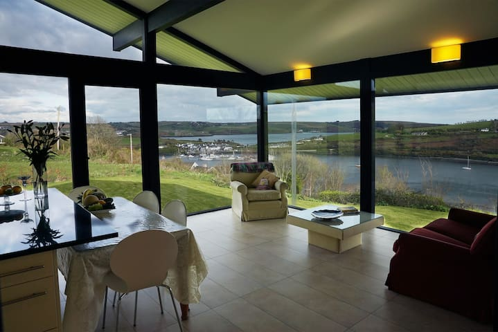 Stunning Sea Views.Spectacular Home.Comfy EnS Room - Kinsale - Huis