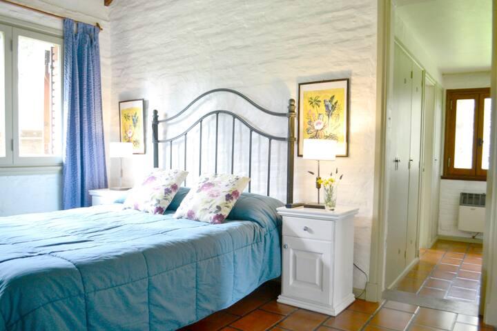 EXPERIENCIA UNICA EN CARILO! Dormitorio en suite!