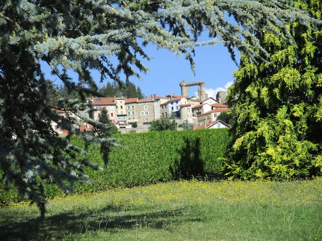 Maison moderne en milieu champêtre et culturel
