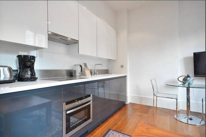 Mayfair Apartment - Sleeps 4, Central London